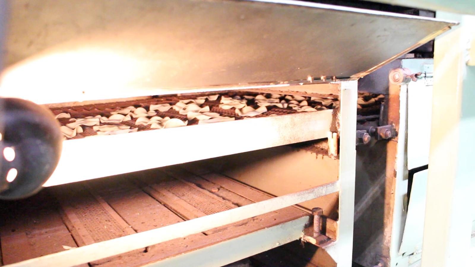 th_煎餅を焼く機械